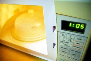 microondas para descongelar alimentos adecuadamente
